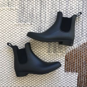 Black Rainboots